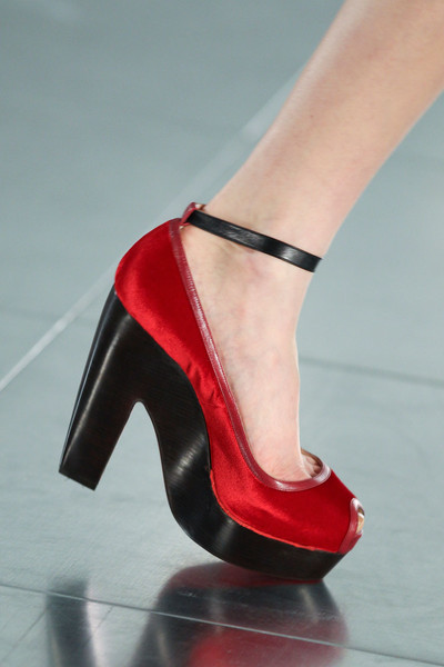 Jonathan Saunders at London Fall 2011 (Details)