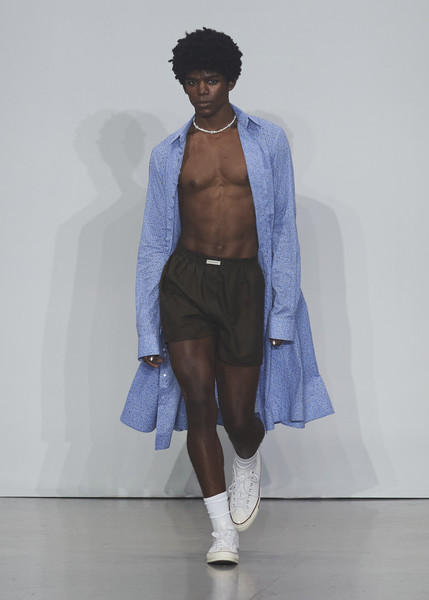 Kenneth Nicholson at New York Spring 2022 [hand,shoe,arm,shoulder,leg,luggage and bags,human body,sleeve,waist,bag,shoe,bags,kenneth nicholson,fashion,blue,fashion model,hand,luggage,new york fashion week,fashion show,electric blue m,electric blue / m,fashion show,shoe,fashion,fashion model]