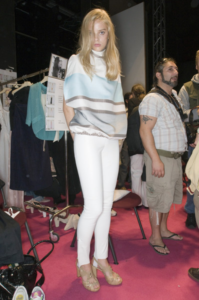 Kristina Ti at Milan Spring 2009 (Backstage)