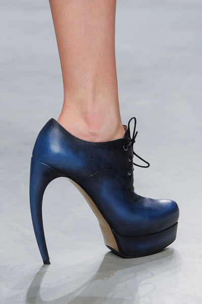 Maison Rabih Kayrouz at Paris Fall 2013 (Details)
