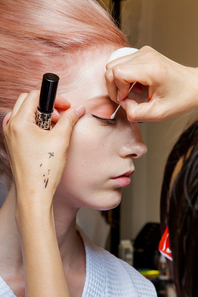 Marc Jacobs at New York Spring 2019 (Backstage) [hair,face,skin,eyebrow,beauty,hairstyle,chin,ear,nail,nose,marc jacobs,beauty,fashion,makeup,eye shadow,hairstyle,ear,nail,sephora,new york fashion week,beauty,eye shadow,facial makeup,marc jacobs,fashion,sephora]