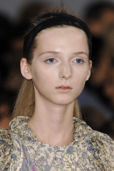 Marc by Marc Jacobs at New York Spring 2009 (Details) [hair,hair,face,fashion,eyebrow,hairstyle,lip,beauty,chin,haute couture,skin,supermodel,marc by marc jacobs,hair m,beauty.,haute,long hair,socialite,hairstyle,new york fashion week spring,hair m,haute couture,supermodel,long hair,socialite,hair,beauty.m,02pd - circolo del partito democratico di milano]
