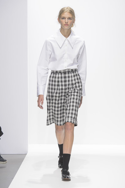 Margaret Howell at London Spring 2018 [fashion model,fashion,clothing,fashion show,runway,white,shoulder,footwear,fashion design,joint,shirt,margaret howell,fashion,clothing,runway,white,shoulder,j. barbour and sons,london fashion week,fashion show,margaret howell,shirt,fashion,j. barbour and sons,margaret howell - london fashion week 2016,margaret howell - london fashion week 2017,collar,collecting,spring]