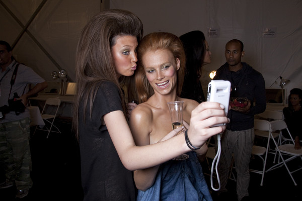 Naeem Khan at New York Spring 2011 (Backstage)