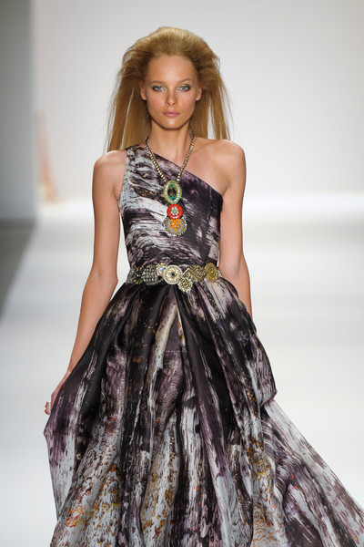 Naeem Khan at New York Spring 2011 [fashion model,clothing,dress,fashion show,fashion,gown,haute couture,runway,blond,cocktail dress,gown,cocktail dress,supermodel,socialite,fashion,runway,haute couture,model,new york fashion week,fashion show,runway,fashion show,model,haute couture,fashion,supermodel,cocktail dress,gown,socialite,two pence]