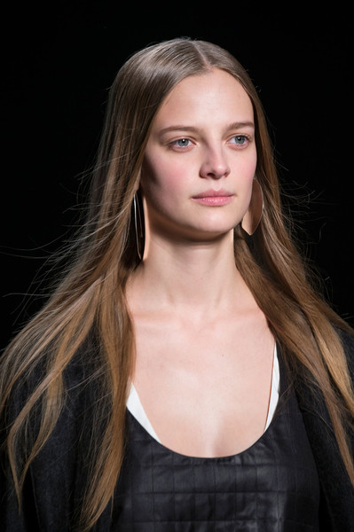 Narciso Rodriguez at New York Fall 2016 (Details) [portrait,hair,face,hairstyle,eyebrow,blond,long hair,fashion,beauty,fashion model,chin,supermodel,hair,brown hair,fashion,model,photo shoot,runway,haute couture,new york fashion week,hair m,runway,model,supermodel,layered hair,photo shoot,haute couture,portrait,brown hair,fashion]