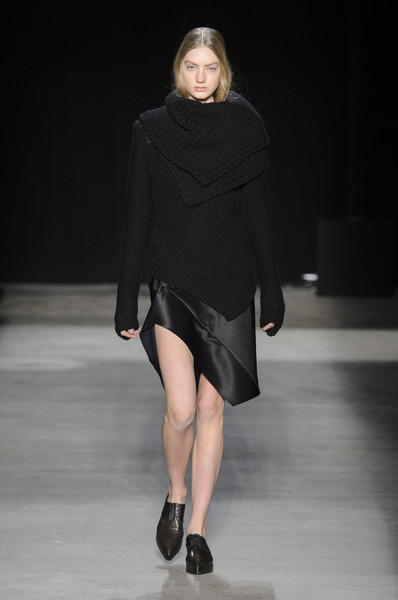 Narciso Rodriguez at New York Fall 2016 [fashion show,fashion model,fashion,runway,clothing,shoulder,neck,joint,footwear,public event,supermodel,narciso rodriguez,runway,fashion,fashion week,model,clothing,new york fashion week,fashion show,paris fashion week,runway,paris fashion week,fashion,autumn,fashion show,model,supermodel,fashion week]