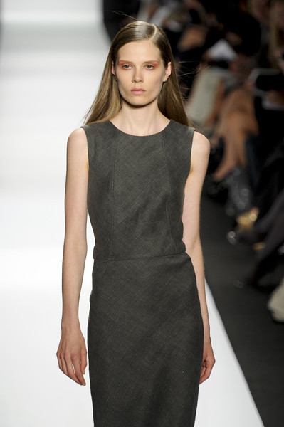 Narciso Rodriguez at New York Spring 2011 [fashion show,fashion model,fashion,runway,clothing,dress,beauty,hairstyle,long hair,haute couture,dress,dress,supermodel,narciso rodriguez,fashion,runway,haute couture,model,new york fashion week,fashion show,fashion show,runway,litex \u0161aty d\u00e1msk\u00e9 s k\u0159id\u00e9lkov\u00fdm ruk\u00e1vem. 90304901 \u010dern\u00e1 m,model,fashion,supermodel,haute couture,little black dress,socialite,dress]