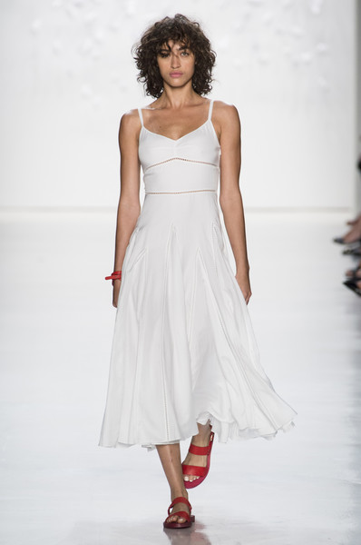 Noon By Noor at New York Fashion Week Spring 2018 - Livingly 1e42b3de18c8b
