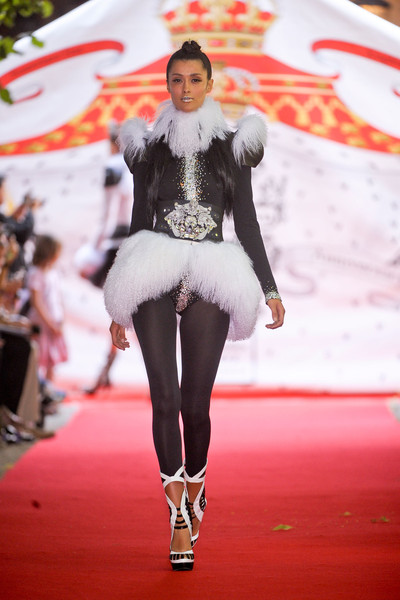 On Aura Tout Vu at Couture Fall 2012