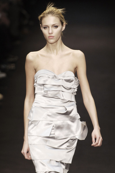 Paco Rubanne at Paris Fall 2005 [fashion model,clothing,dress,fashion,fashion show,shoulder,hairstyle,beauty,haute couture,cocktail dress,cocktail dress,supermodel,fashion,haute couture,wedding dress,model,runway,fashion design,paris fashion week,fashion show,aneta kr\u0119glicka,fashion,fashion design,wedding dress,runway,fashion show,haute couture,model,supermodel,cocktail dress]