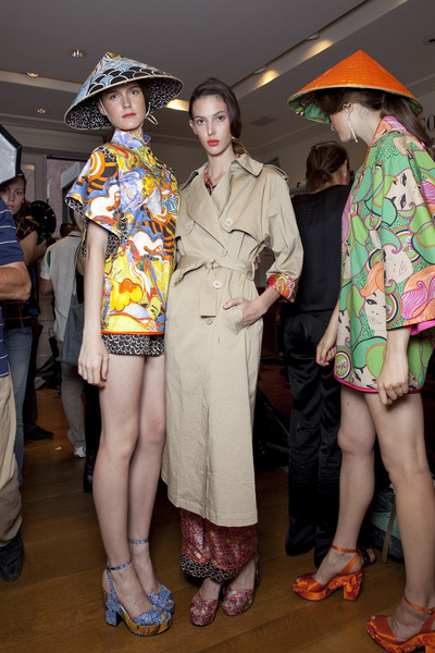 Philosophy di Alberta Ferretti at New York Spring 2011 (Backstage)