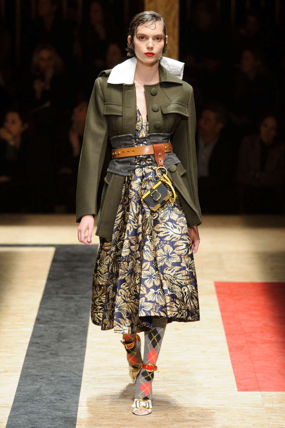 Prada fall 2016 runway pictures livingly for Milan show 2016