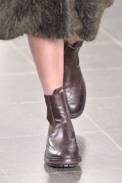 Pringle of Scotland at London Fall 2016 (Details) [footwear,human leg,boot,fashion,shoe,fur,leg,riding boot,brown,ankle,shoe,shoe,riding boot,fashion,boot,runway,model,pringle of scotland,london fashion week,fashion show,riding boot,shoe,fashion show,sandal,high-heeled shoe,fashion,runway,model,boot,equestrianism]