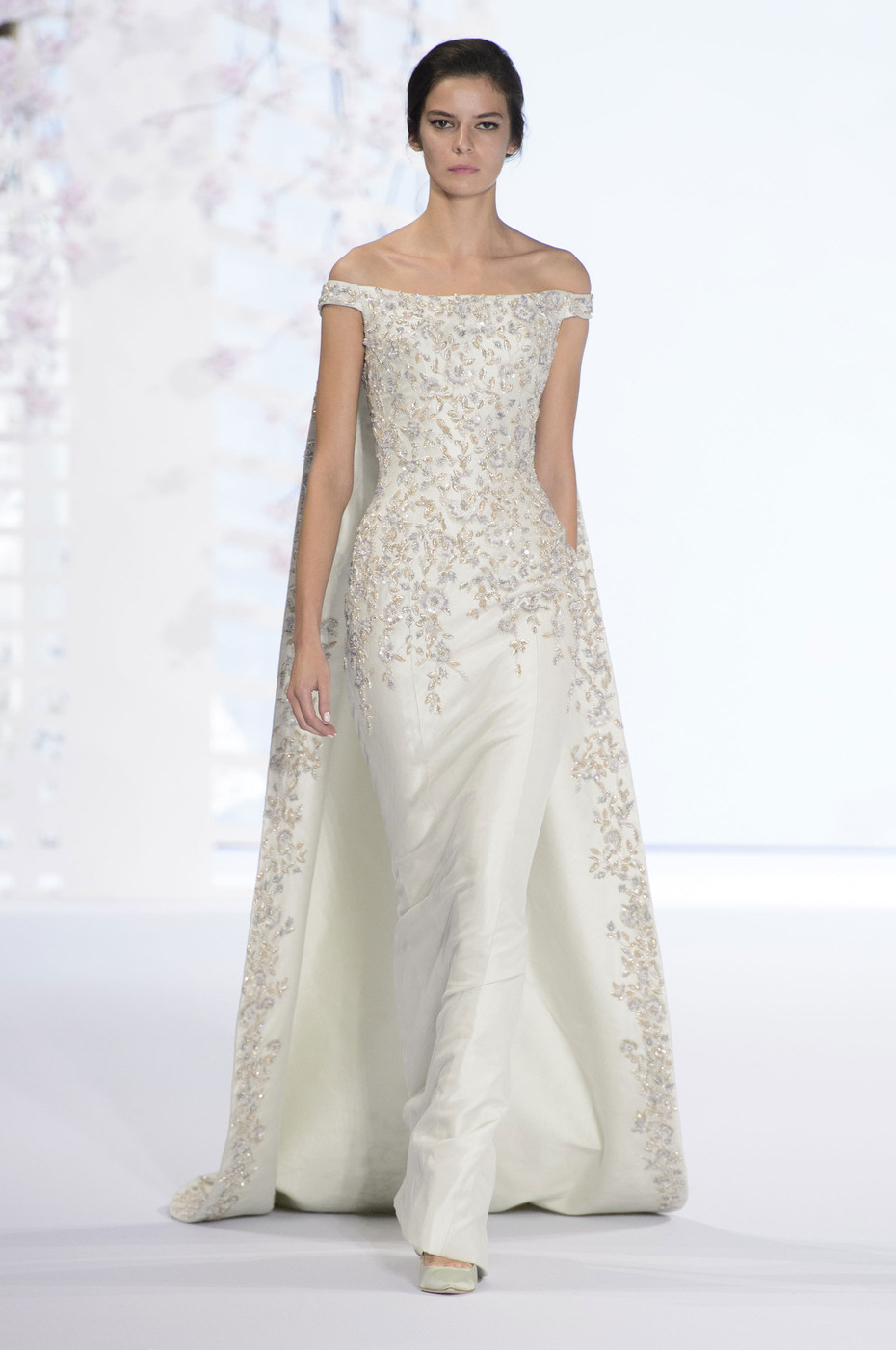 Ralph russo wedding worthy couture dresses livingly for Ralph and russo wedding dress