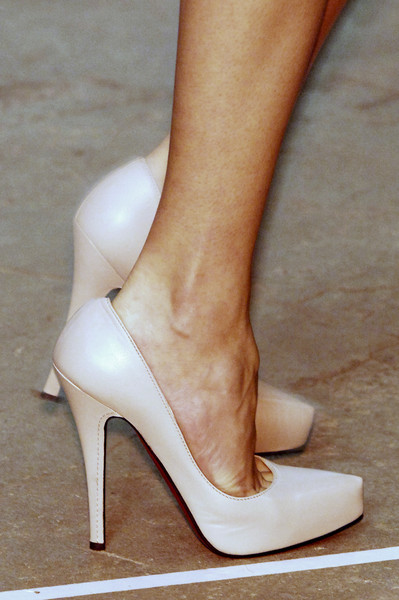 Roland Mouret at New York Spring 2006 (Details)