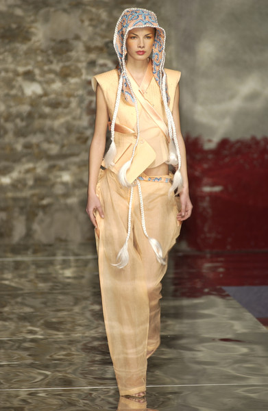 Seredin & Vasiliev at Couture Spring 2002 [couture spring 2002,fashion,fashion model,runway,clothing,fashion show,fashion design,summer,haute couture,dress,headgear,supermodel,fashion,runway,seredin,haute couture,model,fashion model,vasiliev,fashion show,runway,fashion show,model,fashion,supermodel,haute couture]