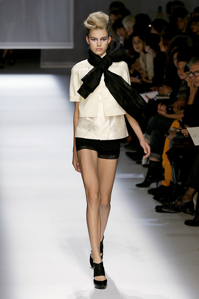 Shiatzy Chen at Paris Spring 2010