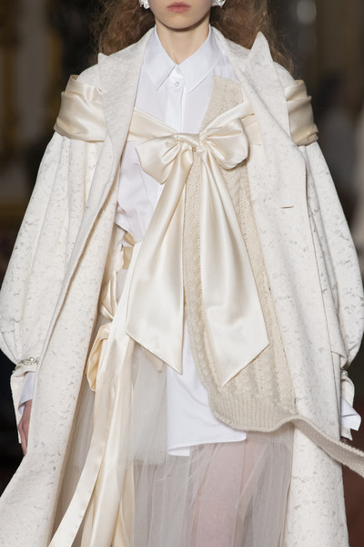 Simone Rocha at London Fall 2020 (Details) [white,fashion,clothing,haute couture,outerwear,victorian fashion,fashion model,cape,runway,dress,simone rocha,fashion,runway,clothing,fashion week,fashion,model,blog,london fashion week,fashion show,fashion show,fashion,ready-to-wear,runway,clothing,fashion week,blog,model,sina weibo]