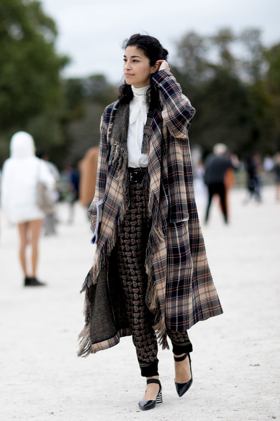 Fringed Plaid Coat Ridiculously Chic Street Style At Paris Fashion Week Livingly