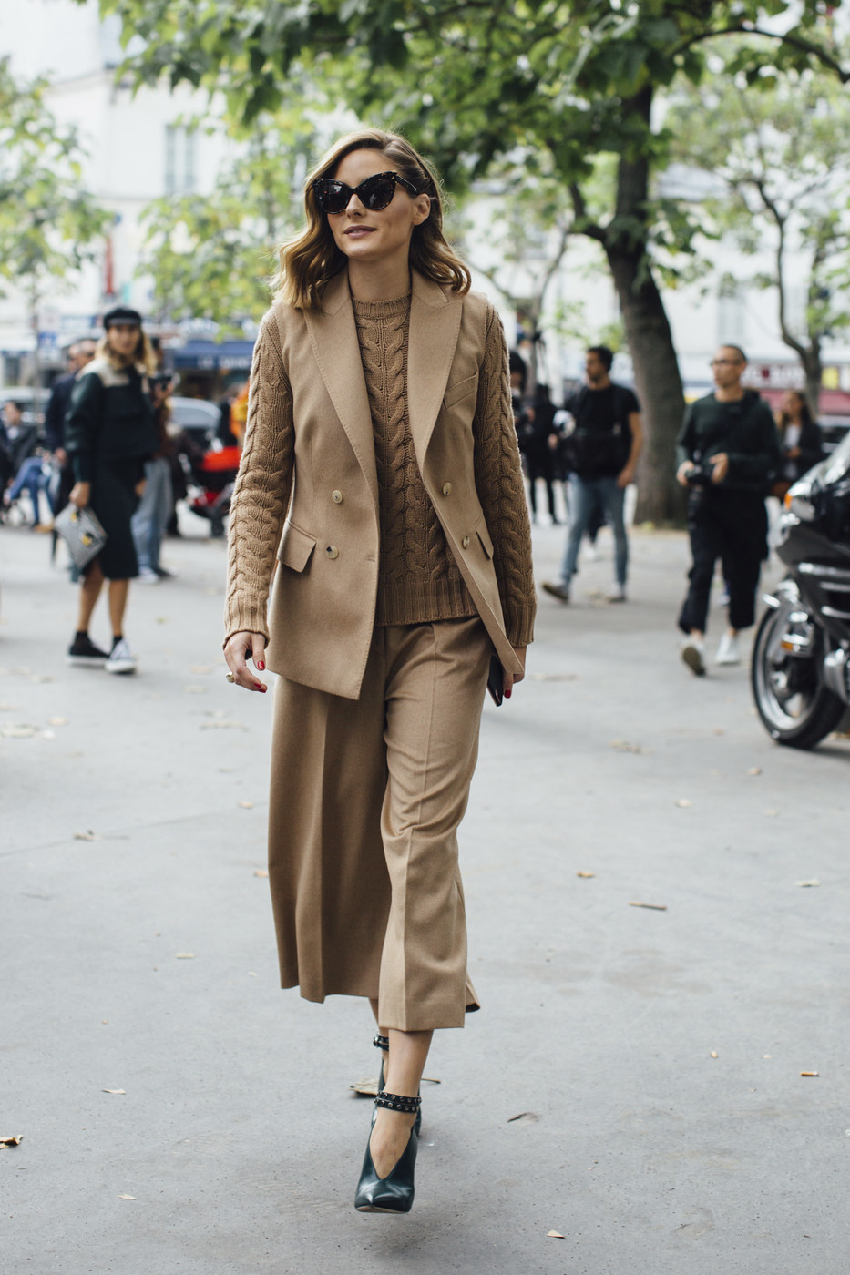 Olivia Palermo 39 S Neutrals The Best Outfits Worn To Paris Fashion Week Livingly