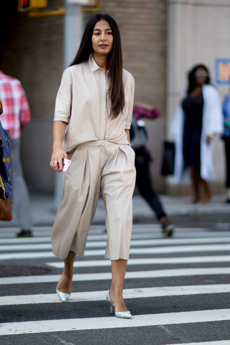 Chic Neutrals 60 Creative Outfit Ideas From New York Fashion Week Livingly