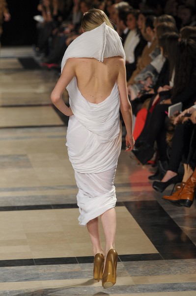Stéphane Rolland at Couture Spring 2011 [fashion model,fashion show,runway,fashion,shoulder,white,clothing,dress,joint,sandal,socialite,supermodel,stephane rolland,runway,fashion,haute couture,model,fashion model,couture spring 2011,fashion show,runway,fashion show,model,supermodel,fashion,haute couture,socialite]