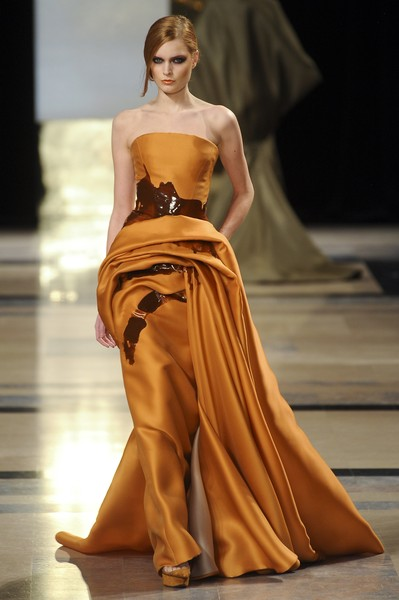 Stéphane Rolland at Couture Spring 2011 [fashion model,fashion,fashion show,clothing,dress,haute couture,gown,runway,yellow,shoulder,stephane rolland,supermodel,runway,fashion,haute couture,fashion,model,fashion week,couture spring 2011,fashion show,runway,paris fashion week,fashion show,haute couture,fashion,model,supermodel,french fashion,fashion designer,fashion week]