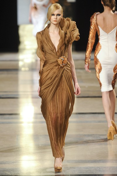Stéphane Rolland at Couture Spring 2011 [fashion model,fashion,runway,fashion show,clothing,haute couture,dress,blond,fashion design,long hair,stephane rolland,haute couture,fashion,runway,clothing,model,spring,fashion model,couture spring 2011,fashion show,runway,haute couture,fashion,fashion show,supermodel,model,spring,clothing,stphane,glamour on the runway]