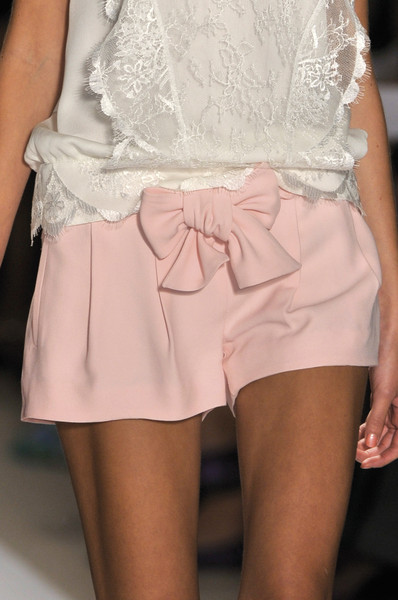 Tuleh at New York Spring 2010 (Details)