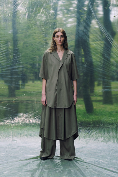 Ujoh at Paris Spring 2022 [plant,neck,street fashion,overcoat,sleeve,people in nature,waist,collar,fashion design,blazer,dress,street fashion,neck,coat,tree,sleeve,ujoh,waist,plant,paris fashion week,coat,dress,tree]