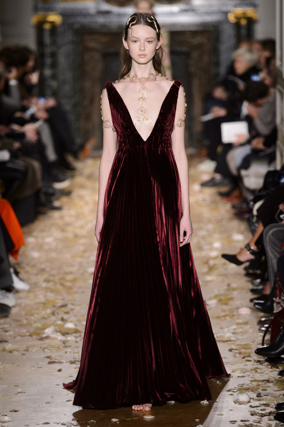 Valentino at couture spring 2016 livingly for Haute couture houses 2016