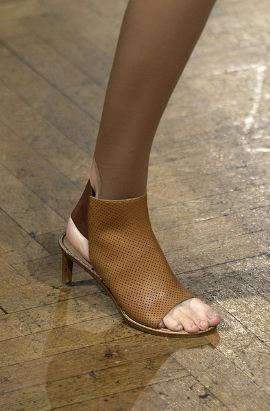 Veronique Branquinho at Paris Spring 2004 (Details)