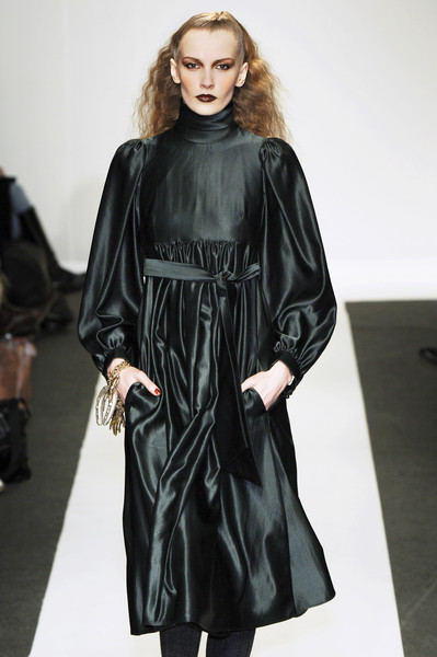 Véronique Leroy at Paris Fall 2005