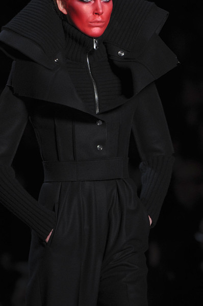 Viktor & Rolf at Paris Fall 2011 (Details)