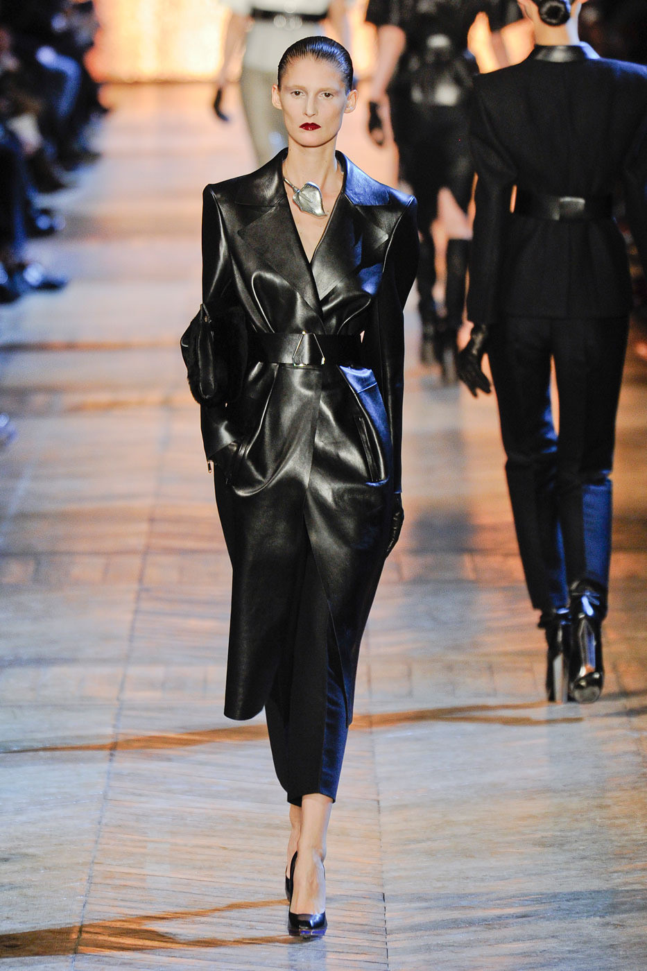 Saint Laurent Spring 2018 Ready-to-Wear Collection - Vogue 54