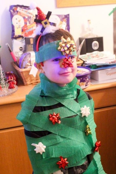 Decorate a human tree