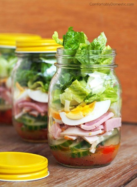 Try mason jar salads and smoothies
