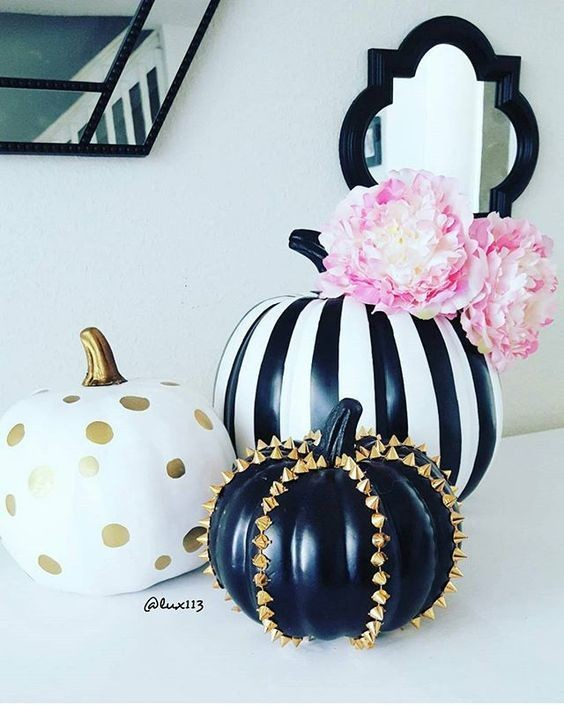 Pretty pumpkins how to throw an elegant halloween party Classy halloween decorations