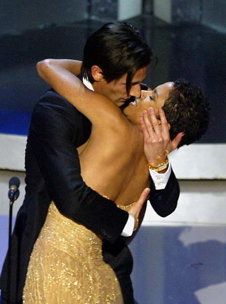 Adrien Brody Kisses Halle Berry