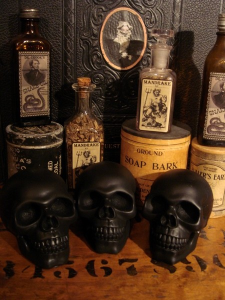 Wicked Black Altar Skulls