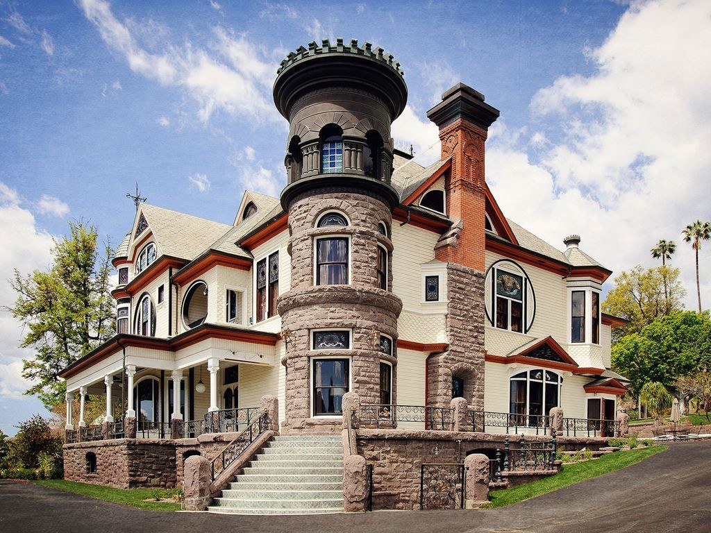 Piru california castles you can rent to live out your for Castle wedding venues california