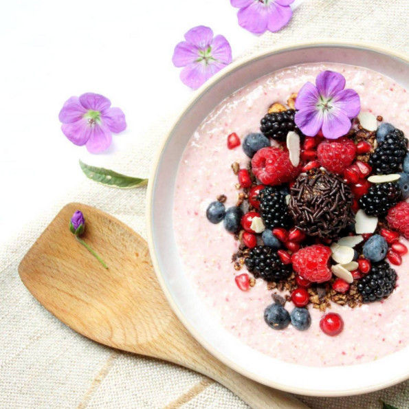 Granola Berry Smoothie Bowl