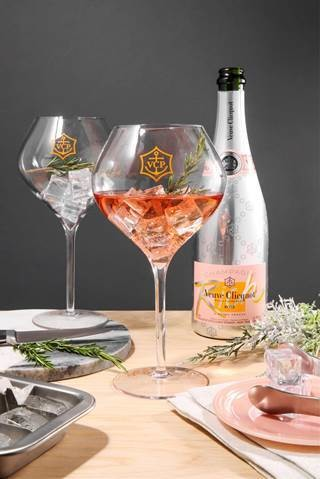 Clicquot Rich Ros Merry Delicious And Festive Holiday