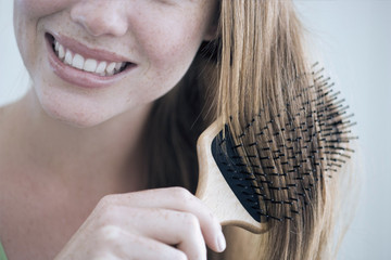 Hair Tips from the Pros: How to Avoid Winter Frizz