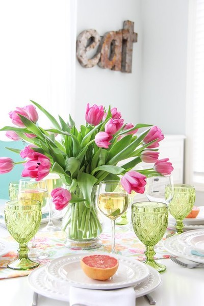 A Simple, Floral Table Setting