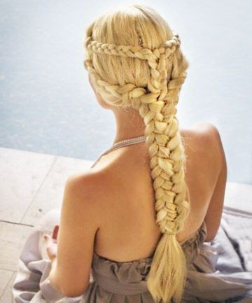 Chunky single braid on Daenerys Targaryen.