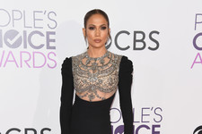 Every Look from the 2017 People's Choice Awards