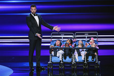 Joel McHale Burns Brangelina, Calls Trump an 'Egotistical Billionaire' in People's Choice Awards 2017 Opening Monologue