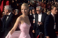 This Is What The Oscars Red Carpet Looked Like In The '90s